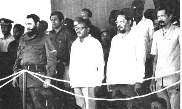 From left to right: Fidel Castro, (first Angolan president) Agostinho Neto, Jorge Risquet and MPLA leader Lúcio Lara, during Fidel's visit to Angola in 1976 (source: Cubadebate)