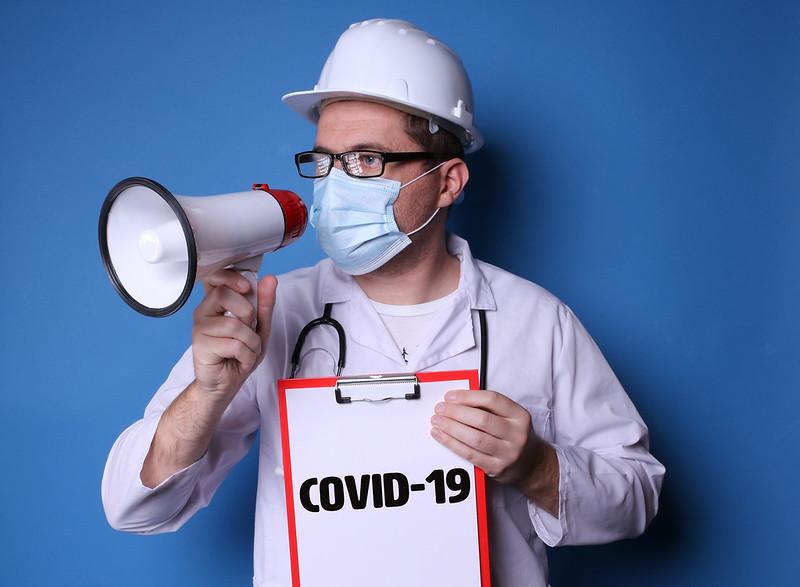 Covid : quelles mesures sont efficaces, lesquelles ne le sont pas ? Entretien avec Johan Hoebeke - Investig'action